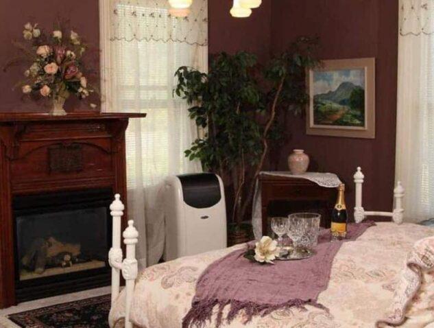Crystal Cove Suite, Apple Tree Lane Bed & Breakfast